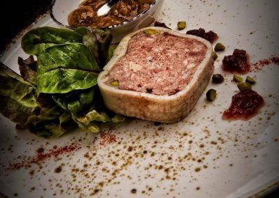 Terrine de canard, foie gras, gelée de Porto et chutney de Reine-Claude
